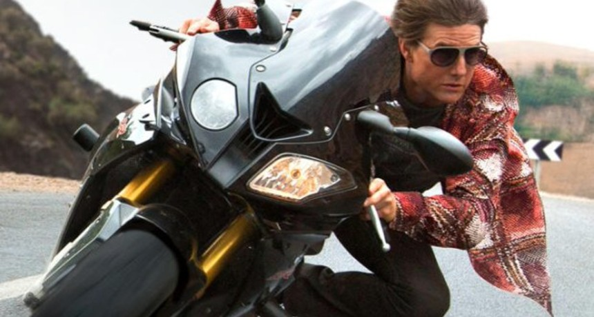 "Tom Cruise jako Ethan Hunt w ""Mission Impossible Rogue Nation"""