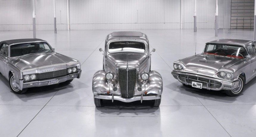 Od lewej: Lincoln Continental, Ford Deluxe Sedan, Ford Thunderbird
